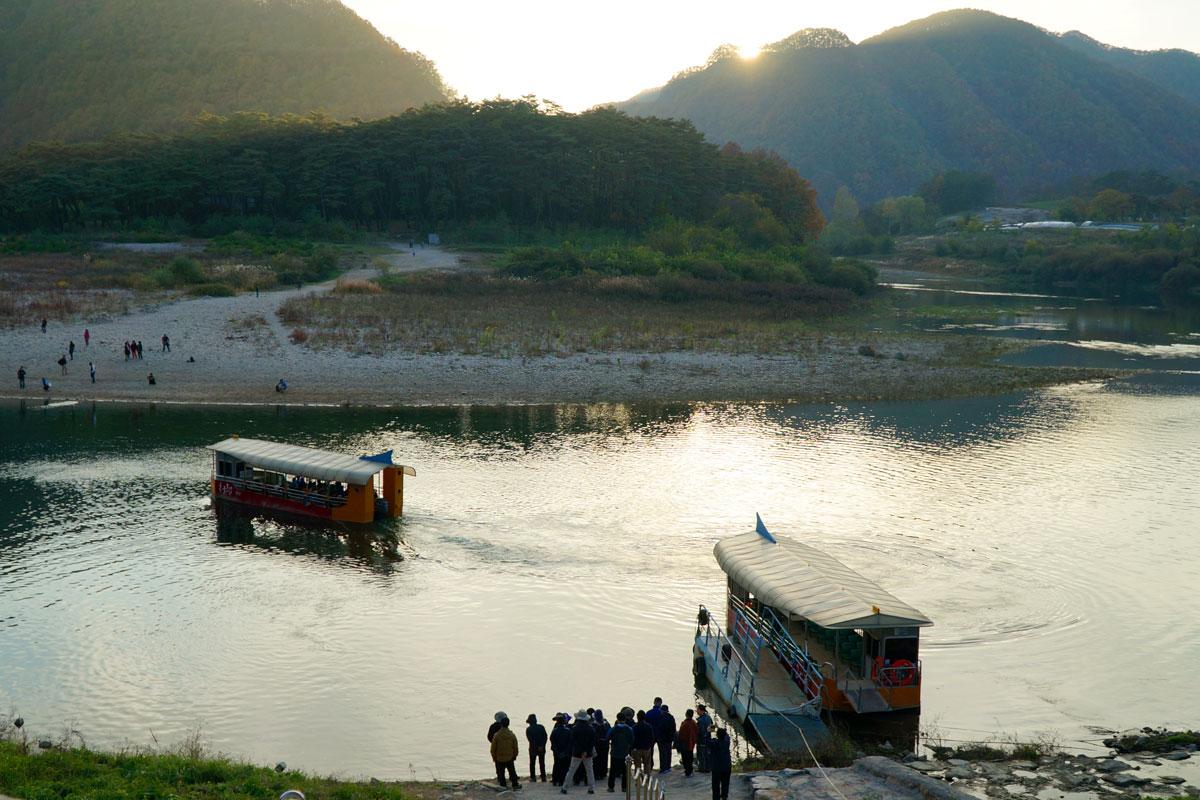 又有陆地孤岛之称的清冷浦,被犹如水墨画般的大自然景致包围著,黄昏时