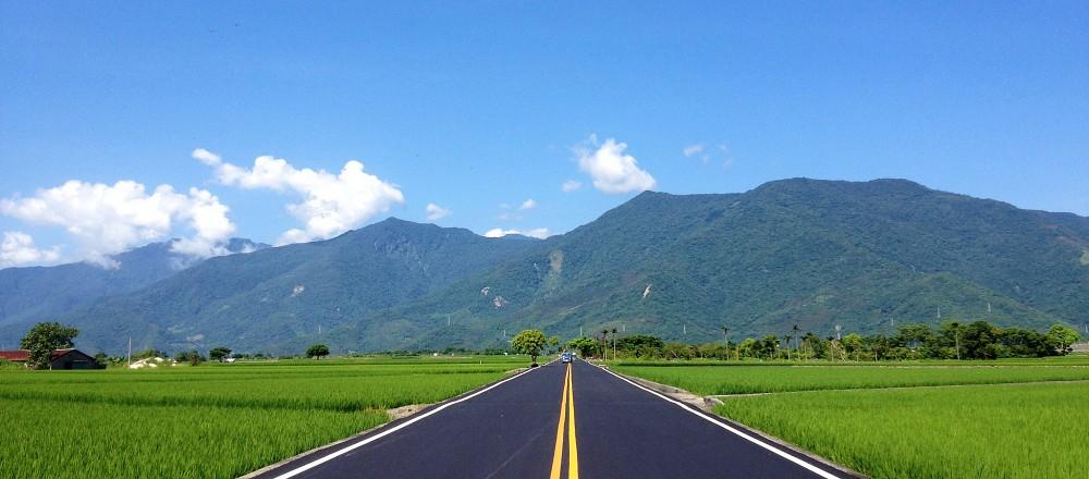 一条大路风景图片