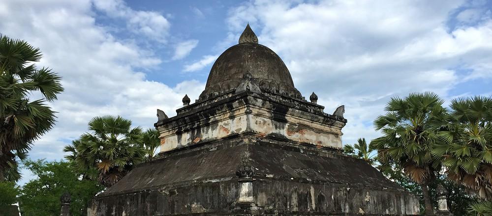 寺内有东南亚闻名的莲花大塔
